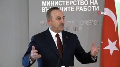 - Bakan Çavuşoğlu: 'Bu ırkçı parlamenterin şanlı bayrağımıza yönelik tavrı elbette kabul edilemez' - 'Aynı ırkçılar Yahudi düşmanıdır, anti-semitistiktir' - 'Toplamda 49 vatandaş var, hepsini getireceğiz'