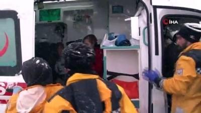 Buzlanan yolda kontrolden çıkan otobüs yan yattı: 46 yaralı