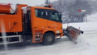 Karabük-Bartın karayolunda kar yağışı etkili oluyor