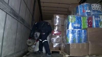Yardım malzemeleriyle Elazığ'a giden belediye başkanı, vatandaşların acılarına ortak oldu