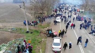 Yunanistan sınırında mültecilerin gergin bekleyişi havadan görüntülendi