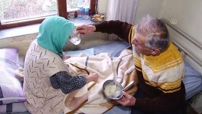 70'lik dede 102 yaşındaki annesine gözü gibi bakıyor - SAKARYA