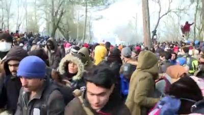 Yunan sınır polisi göçmenlere biber gazı ve ses bombasıyla müdahale etti (3) - EDİRNE