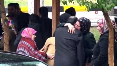 Kahvaltıya çağırmak için gittikleri evde 4 çocuk annesi kadını ölü buldular