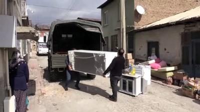 Jandarma depremzedeler için nakliye hizmetini sürdürüyor - ELAZIĞ