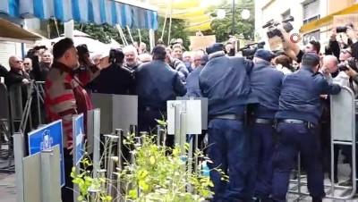 - Güney Kıbrıs'ın sınırı kapatması Rumları kızdırdı
