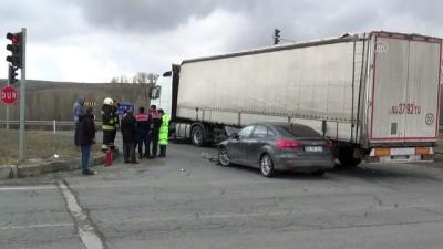 Tırla otomobil çarpıştı: 4 yaralı - YOZGAT