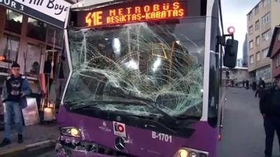 Sarıyer'de üç otobüs ile motosikletin karıştığı zincirleme kaza: 3 yaralı