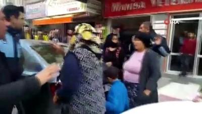 Tırnakçılık yaparken yakalanan kadınlar ortalığı birbirine kattı