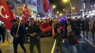 Bolu'da vatandaşlar İdlib şehitleri için yürüyüş düzenledi