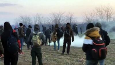 Düzensiz göçmenlere, Yunan güvenlik güçleri biber gazı ile müdahale etti - EDİRNE