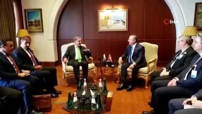 - Bakan Çavuşoğlu, Pakistanlı mevkidaşı Qureshi ile görüştü