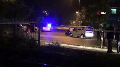 Alkollü sürücünün kullandığı araç kontrolden çıktı, takla atarak rayların üzerinde devrildi