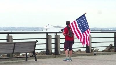 ABD donanmasına ait hastane gemisi New York'a geldi - NEW YORK