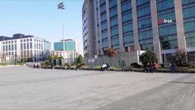 İstanbul Adliyesi önündeki banklar boş kalmadı