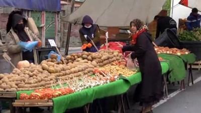 Semt pazarlarında 'Evde Kal' çağrısı etkili oldu - İSTANBUL