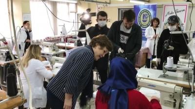 Gönüllü öğretmenler sağlık çalışanları için maske üretiyor - KARABÜK