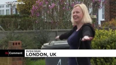 Covid-19: İngiltere'de bahçe ve sokaklar spor salonuna dönüştü