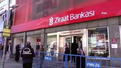 Erzurum'da banka ve market önlerinde uzun kuyruklar oluştu