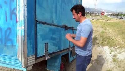 Çay sattığı konteyneri kamyonetle çaldılar...Çalınan konteynerin kamyonla taşındığı anlar kamerada