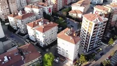 Maltepe'de  seyyar meddah ve musiki gösterisini izlemek için balkonlara ve pencerelere koştular