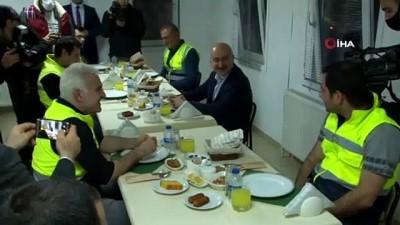 Ulaştırma Bakanı Karaismailoğlu, Kuzey Marmara Otoyolu'nda işçilerle iftar yaptı