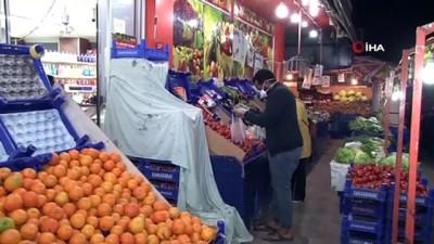 Sokağa çıkma kısıtlamasına dakikalar kala marketlerde yoğunluk yaşandı