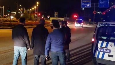 Sokağa çıkma kısıtlamasına uymayan iki kişiye para cezası kesildi