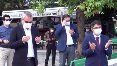 Manisa'da cuma namazı öncesi şükür kurbanı kesildi