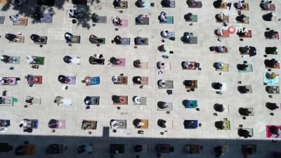 600 yıllık Namazgah'da sosyal mesafeli Cuma namazı