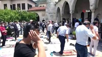 Habib-i Neccar Camii'nde aylar sonra ilk Cuma namazı kılındı