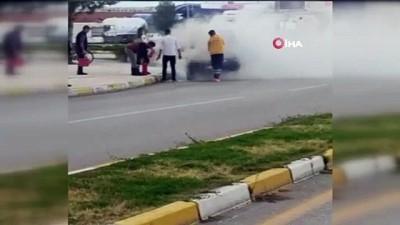 Hastaneye vaka götüren 112 ekibi yanan aracı söndürdü