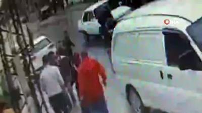 Alacak - verecek kavgasında caddeyi savaş alanına çevirdiler... O anlar güvenlik kamerasında