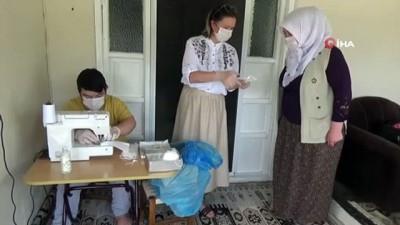 Sınava girecek öğrencilerin maskelerini özel öğrenciler dikiyor