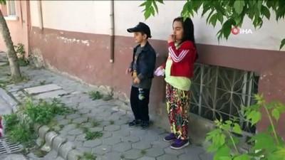 Polisi gören minik kız önce ağladı sonra telsizden anons yaptı