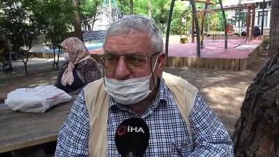 İstanbulda sokağa çıkma izninde gezmek yerine ekmek parası için yara bandı sattı