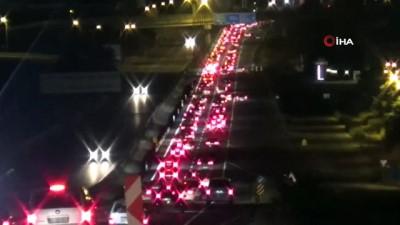 - Şehirler arası seyahat kısıtlaması sona erdi, Silivri Gümüşyaka'da trafik yoğunluğu oluştu