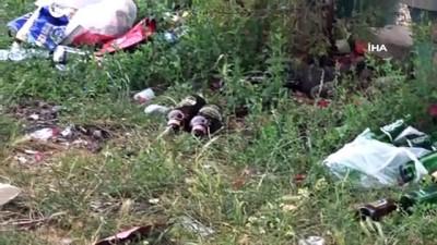Tuzla Belediye Başkanı Şadi Yazıcı, çevre gönüllüleri ile birlikte sahilden 2 kamyon atık topladı