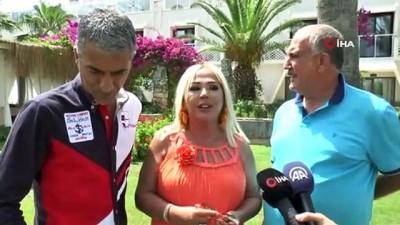 Safiye Soyman ve Faik Öztürk 200 odalı oteli kapatıp klip çekti