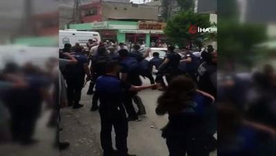 Bursa'da kaçak bina yıkımında olaylar çıktı... O anlar kamerada