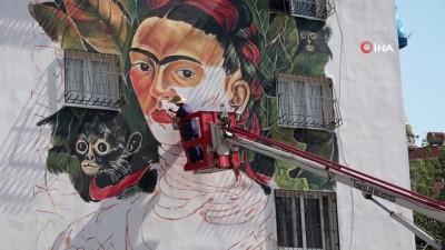 Frida Kahlo, Mersin duvarlarını süslemeye devam ediyor
