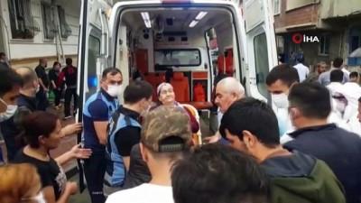 Esenyurt'taki sel baskınında yaşlı kadın böyle kurtarıldı