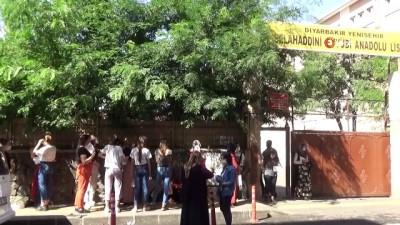 Diyarbakır'da korona virüs önlemleri altında YKS heyecanı