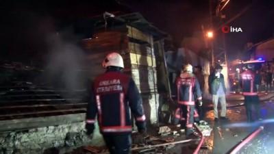 Ankara'da kundaklandığı iddia edilen gecekondudan sıçrayan alevler 2 evi daha tutuşturdu
