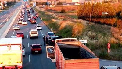 İstanbul'a dönüş çilesi...Trafik kilitlendi, sürücüler birbirine girdi