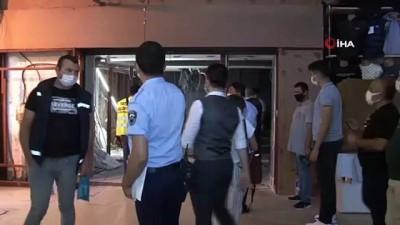 Kapalıçarşı'da usulsüz tadilat yapıldığı iddialarıyla tartışmalara konu olan döviz bürosunda sonradan eklenen yapılar söküldü