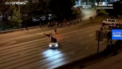 ABD'de 'siyahilerin hayatı değerlidir' eylemleri: Bir sürücü aracını göstericilerin üzerine sürdü