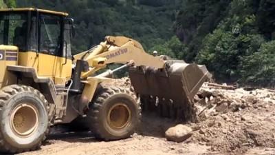 Şiddetli yağış nedeniyle Rize-Erzurum kara yolu ulaşıma kapandı (2)