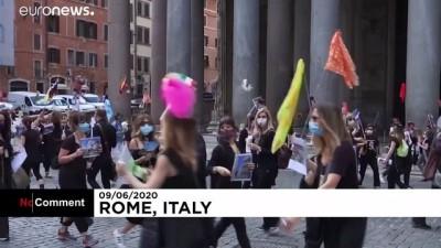 İtalya'da Covid-19 protestosu: Turist rehberlerinden gösteri