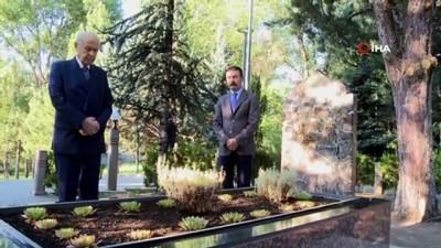 MHP Genel Başkanı Devlet Bahçeli, merhum Alparslan Türkeş'in mezarını ziyaret etti